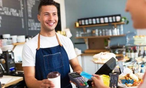 nhân viên phục vụ quán ăn