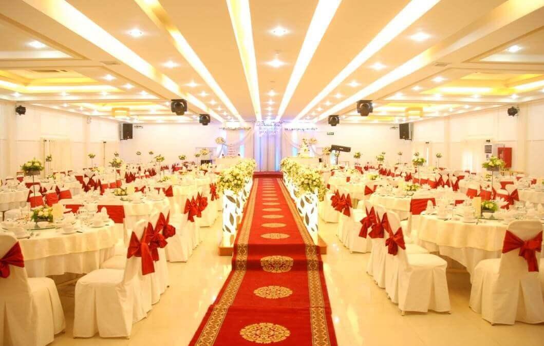 Trang trí nhà hàng tiệc cưới đẹp