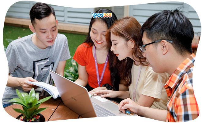 Gen Z sử dụng thiết bị công nghệ trong học tập