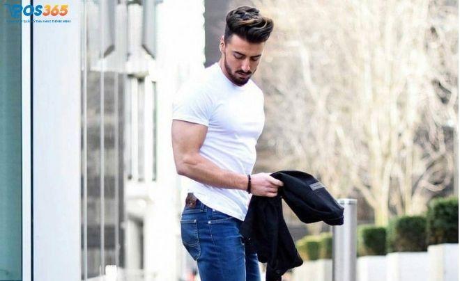 Cách phối đồ nam mập với style quần kaki và áo thun tối màu