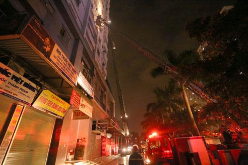 Cháy lớn ở KĐT Xa La, Hà Đông: Òa khóc nức nở khi biết gia đình thoát nạn